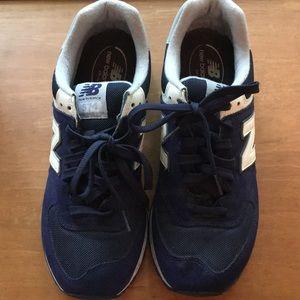 Men's New balance sneakers 574 navy blue sz 10 EUC